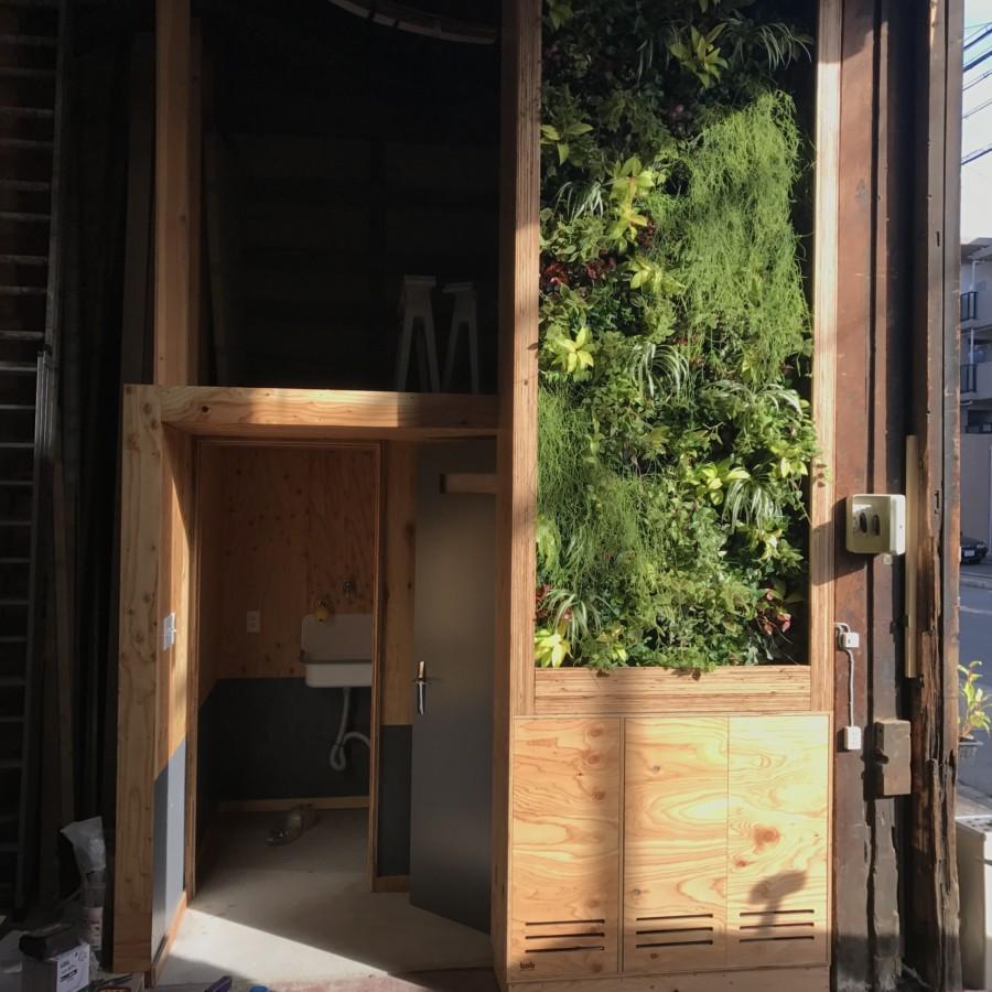 BOB家具工場壁面緑化